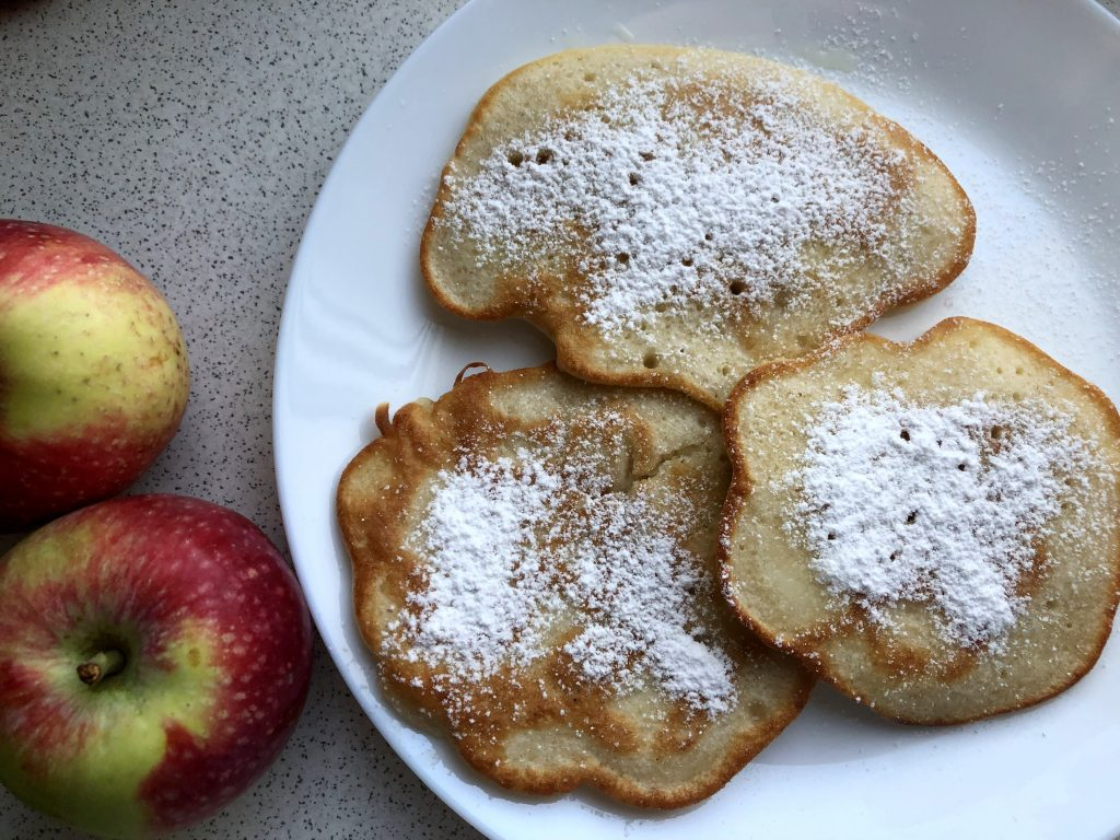 Apple racuchy served with powdered sugar