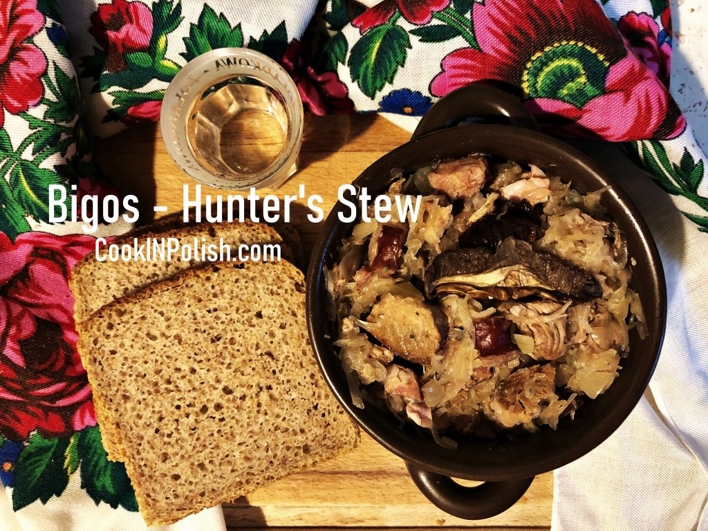 Bigos served with bread and vodka